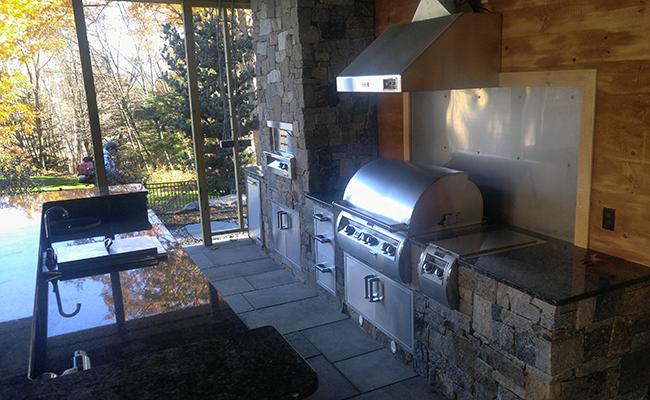 Outdoor kitchen design in Bow, New Hampshire by CR Hardscapes